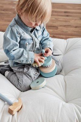 Kid's Concept - stapelringen Edvin blauw