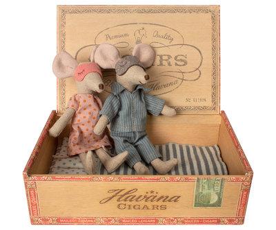 Mama & papa muis in een sigaardoosje - Maileg