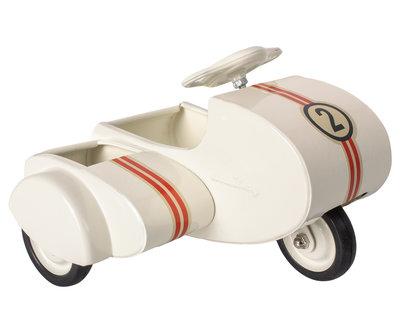 Metalen scooter met sidecar